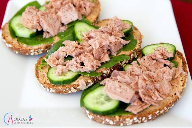 Tuna Sandwich with Hummus