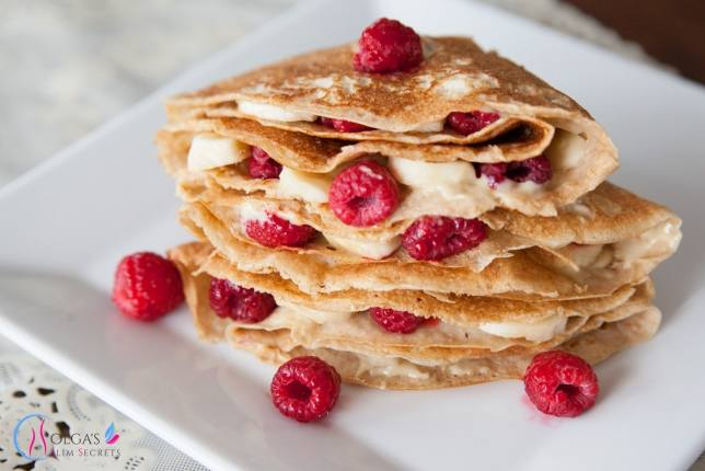 Pancakes with almond butter and raspberries